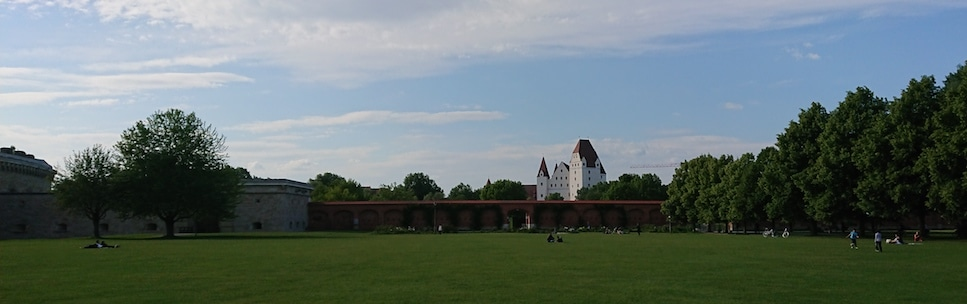 Klenzepark-Ingolstadt-mit-Schloss